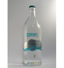 Natürliches Mineralwasser mit Gas Borines